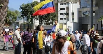 В Венесуэле открыли огонь с вертолета по протестующим, – СМИ (видео)