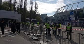 """На """"Олимпийском"""" готовятся к дебатам Порошенко – Зеленского: фото со стадиона"""