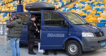 """Полиция разобрала одну из сцен Порошенко на """"Олимпийском"""": видео"""