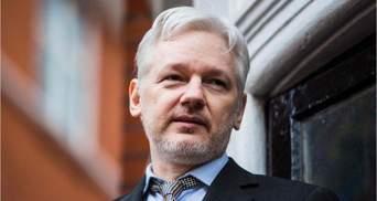 Засновника WikiLeaks Джуліана Ассанжа засудили до 50 тижнів в'язниці