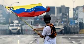 Протистояння у Венесуелі: військова техніка проти людей