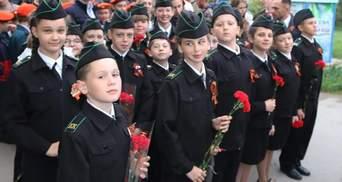 Школьников заставляют надевать георгиевские ленты в оккупированном Крыму