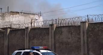 В Одессе заключенные подняли бунт, на территории колонии – пожар: фото, видео
