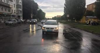 Авто поліції на шаленій швидкості наїхало на 10-річного хлопця у Конотопі: відео моменту ДТП