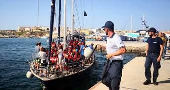Німеччина закликала Італію відкрити порти для суден з біженцями