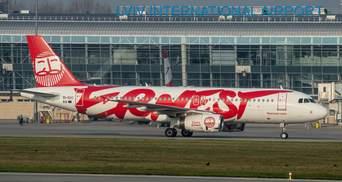 Туристы застряли в аэропорту Львова: почему авиакомпания Ernest отменила рейс