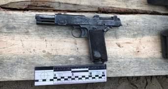 В Остроге нашли тайник оружия времен Второй мировой прямо под отделом полиции: фото