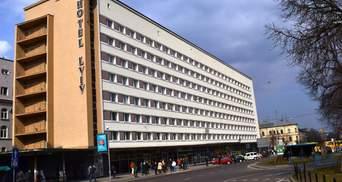 У центрі Львова біля готелю знайшли заряджений гранатомет