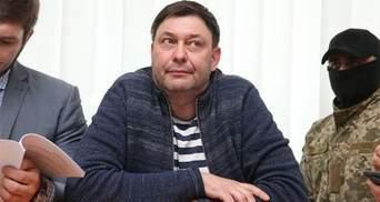 """Редактора """"РИА Новости Украина"""" Кирила Вишинського випустили з-під варти: перше відео"""