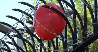 Під посольством РФ у Києві рідні загиблих військових провели акцію протесту: відео