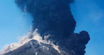 В Італії почалося виверження вулкану Стромболі, який нещодавно вбив людину: фото, відео