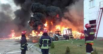Пожар на химпредприятии под Львовом удалось ликвидировать: фото, видео