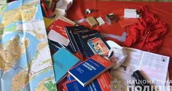 Вибухівку, зброю та комуністичну символіку знайшла поліція Миколаєва у групи крадіїв