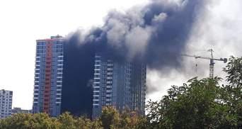 Пожежу у багатоповерхівці в Києві загасили: фото і відео