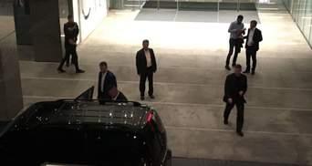 """Зеленський зустрівся зі """"слугами народу"""" за закритими дверима: фото, відео"""