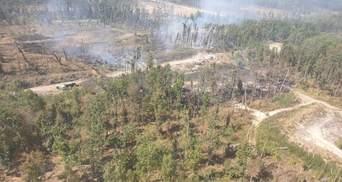 Пожежа і вибухи на військових складах в Калинівці: що відомо – фото