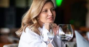 В рубашке и клетчатых кюлотах: стильный образ Елены Зеленской для встречи с Милой Кунис