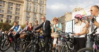"""Флешмоб """"Велосипедом на роботу"""": чи є проблеми з велодоріжками у Києві"""