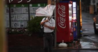 У Японії вирує потужний тайфун Тапа: сотні скасованих рейсів, є поранені