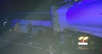 На Житомирщині вантажівка зіткнулася з автобусом: 9 загиблих, 11 потерпілих – фото і відео