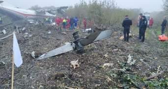 Авария Ан-12 под Львовом: впечатляющие видео спасательной операции (18+)