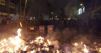 Протесты в Барселоне переросли в массовые беспорядки с баррикадами и пожарами: фото и видео