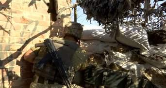 Потужні обстріли в Мар'їнці: від кулі снайпера загинула військова