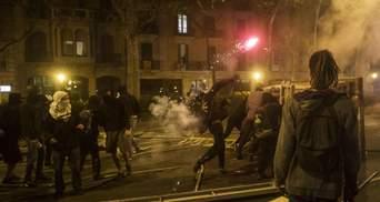 Как прошла ночь протестов в Барселоне: фото, видео пожара и столкновений с полицией