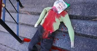 Под синагогой нашли окровавленное чучело Коломойского: фото