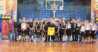 """Баскетболисты """"Черкасских мавп"""" провели открытую тренировку с болельщиками"""