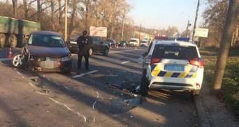У Рівному нетверезий водій на швидкості протаранив авто патрульних: 3 постраждалих – фото