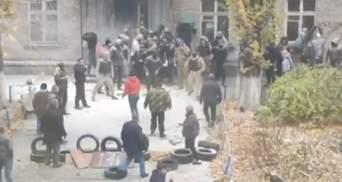 Столкновения под общежитием на Полевой в Киеве: полиция задержала 11 человек