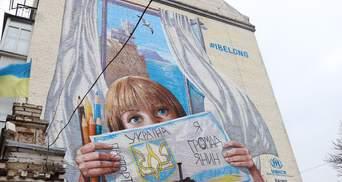 Будинок у Києві прикрасили муралом із Кримом та українським хлопчиком