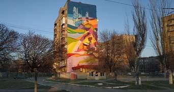Как возрождается Торецк: в освобожденном от боевиков городе создали большой мурал – фото