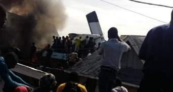 У ДР Конго літак впав на житлові будинки: 24 загиблих – фото і відео трагедії