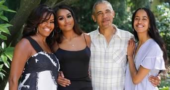 Мишель и Барак Обамы поздравили с Днем благодарения: редкое фото со взрослыми дочерьми