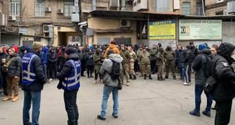"Нападающий на Шабунина ""митинговал"" под судом против Садового: фото и видео"