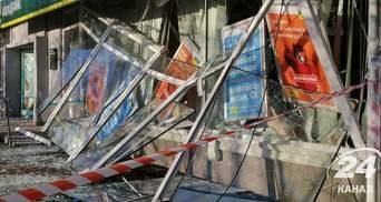 У Києві підірвали та пограбували відділення Ощадбанку: купюри всіяли вулицю – фото