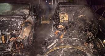 У Дніпрі вибухнув та загорівся електрокар: сусідні авто вигоріли вщент – фото