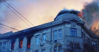 Пожар в колледже Одессы: появилось видео 18+, как люди падают из окон