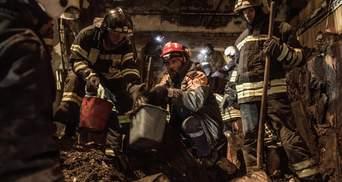 Рятувальники досі розбирають завали після пожежі в коледжі Одеси: фото, відео