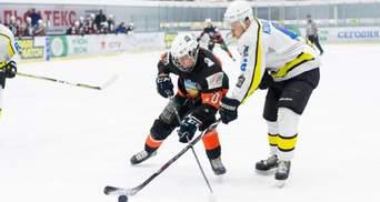 Хоккеисты украинских топ-клубов устроили массовую драку на льду: видео