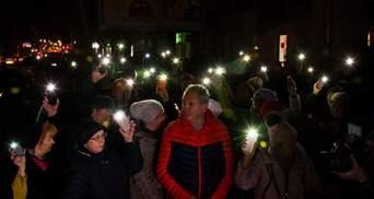 """Под сгоревшим зданием в Одессе прошла акция протеста """"Халатность убивает"""""""