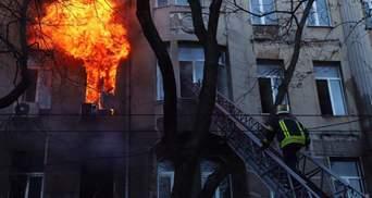 Пожар в Одессе на Троицкой от огня людей спасал коммунальщик