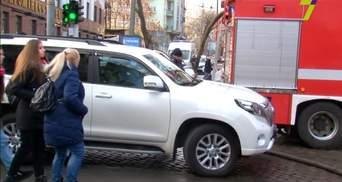 """Авто """"Юзіка"""" заблокувало рух пожежникам в Одесі: відео"""