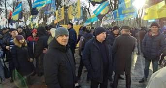 Протести під Радою: поліції довелося заспокоювати провокатора – фото, відео