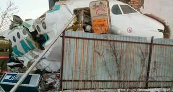 В Казахстане упал пассажирский самолет, 12 погибших, десятки раненых: фото и видео