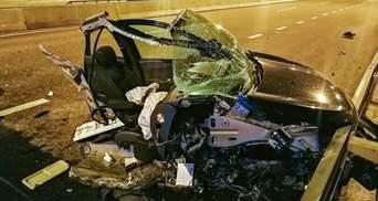 Авто розтрощене вщент, та водій вижив: фото наслідків карколомної ДТП біля Києва