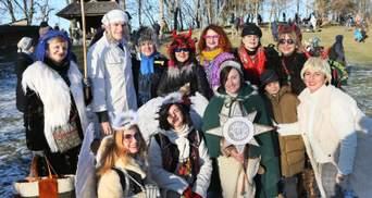 Стародавні колядки та вертепи: яскраві кадри зі святкування Різдва у Львові