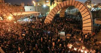 Протесты в Тегеране: силовики обстреляли демонстрантов, есть погибшие и раненые – видео